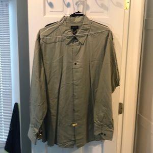 Green long sleeve button down collar shirt